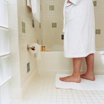 Tips para quitarle el mal olor a los zapatos la comuna - Mal olor en el bano ...