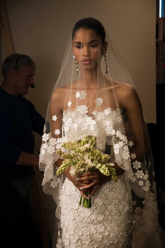 Vestidos de novia corte sirena con mantilla