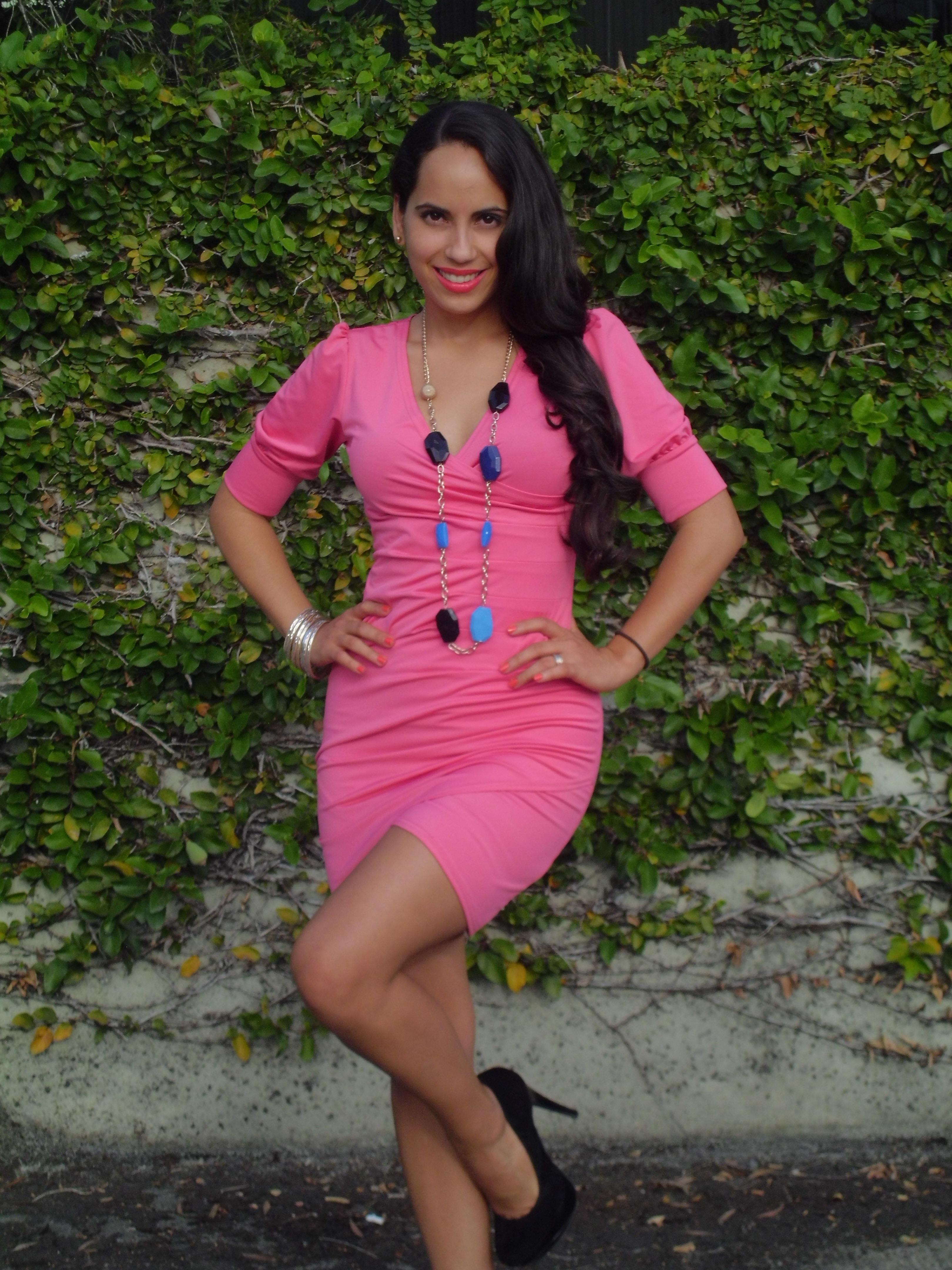 """Look del día"""": Vestido color salmón – La Comuna Pink"""