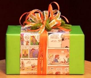 Los grandes y pequeños en tu vida adorarán recibir sus obsequios envueltos en papel de tirillas cómicas.