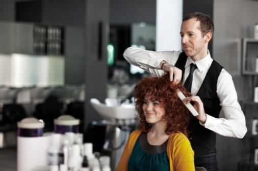 http://lacomunapink.files.wordpress.com/2013/01/98631056-woman-getting-hair-consultation-gettyimages.jpg
