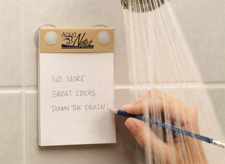 ¿Tus mejores ideas llegan a tu mente mientras te  duchas y luego cuando sales del cuarto de baño ya no las recuerdas? Usa esta libreta a prueba de agua para que eso no te vuelva a suceder.