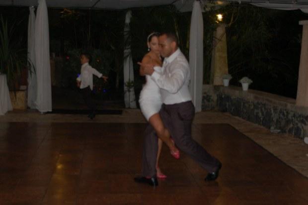 Alteré mi vestido para poder remover la cola porque para nada me perdería la oportunidad de bailar un tango.
