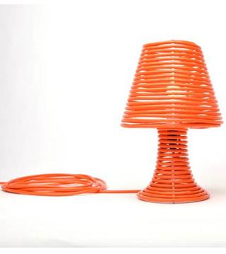 Usa el cable para revestir una pieza de tu casa y recogerlo de una forma diferente y magistral.
