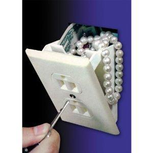 Podemos adquirir estos simuladores de receptáculos que son en realidad compartimientos secretos para el hogar. ¡Una idea brillante!