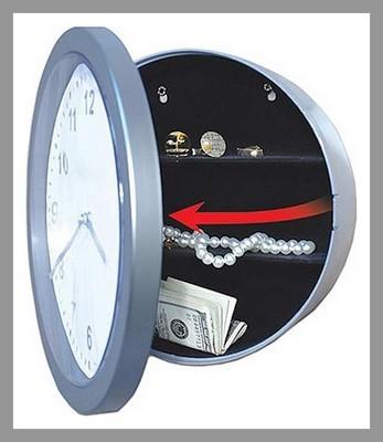 Este reloj de pared da mucho más que la hora, brinda protección para nuestros artículos más preciados.