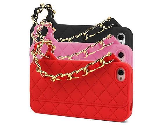 Estas opciones simulan los famosos bolsos Chanel y te permiten agarrar tu teléfono de forma distinta.