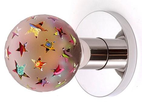 Esta opción hecha en cristal brilla por sí sola. Es ideal para los niños o adolescentes.