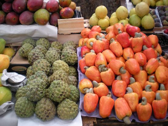 fruta-de-conde-left-cashews