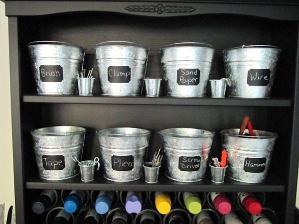 Ahora también vienen estas etiquetas con textura de pizarra para colocar sobre envases y recipientes con el fin de ayudarte a organizar la casa. Además, lucen divinas en términos decorativos.