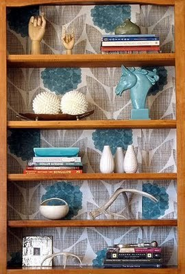 modern-wallpaper-bookcase-accent