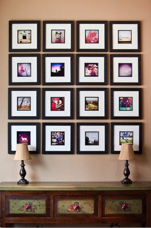 """Prepara un """"collage"""" de fotos para cubrir una pared grande."""