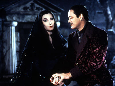 Morticia-and-Gomez-addams-family-5616535-400-300-1
