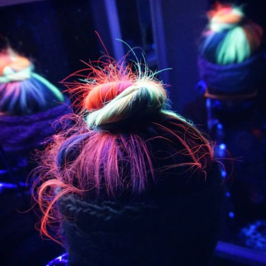 glow-in-dark-blacklight-hair-high-voltage-classic-manic-panic-9__605
